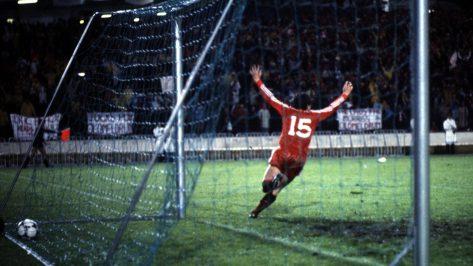 10_v-Real-Madrid-ECWC-Final-1983-Hewitt