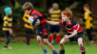 2 children playing mini rugby