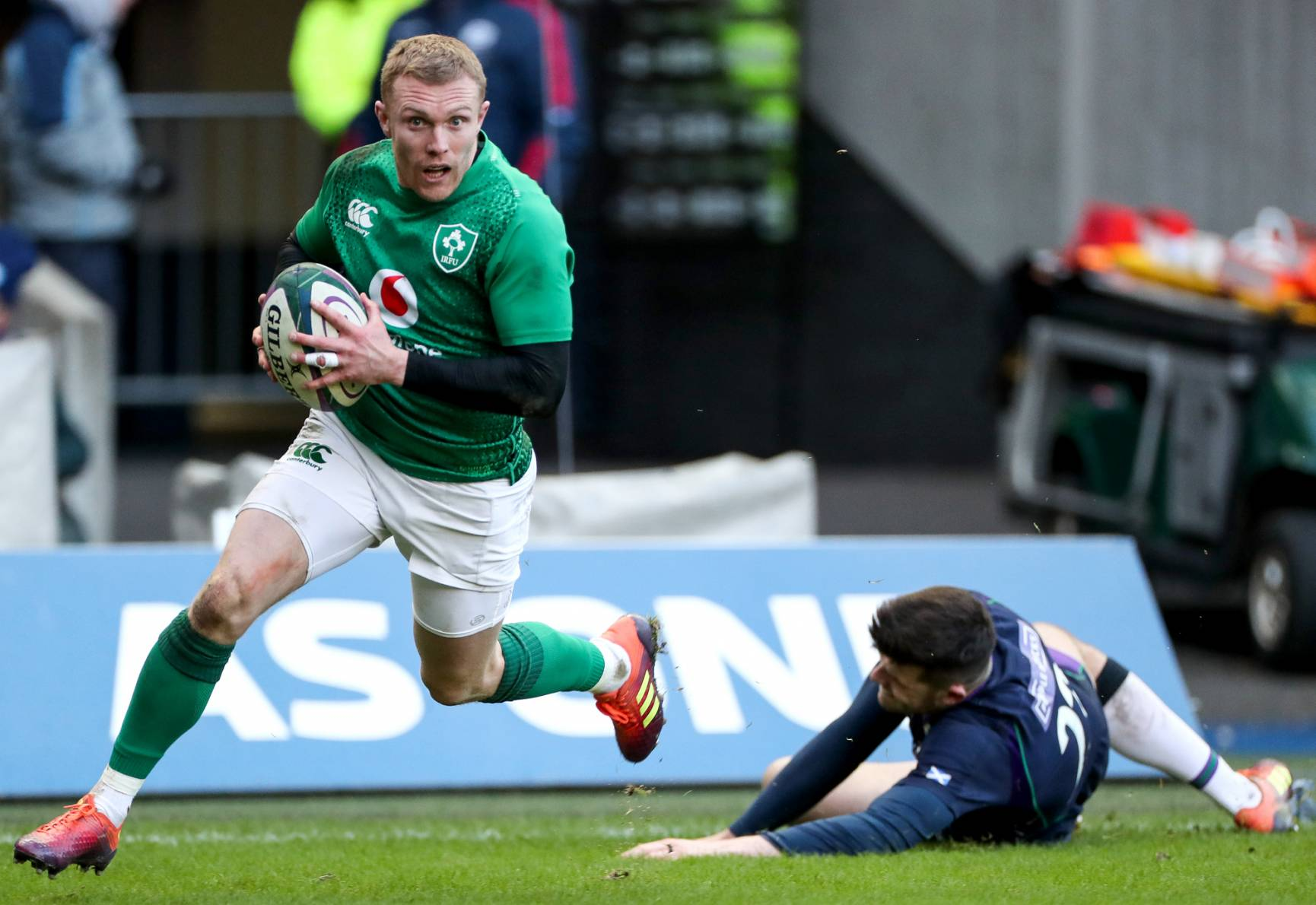 Keith Earls in action against Scotland