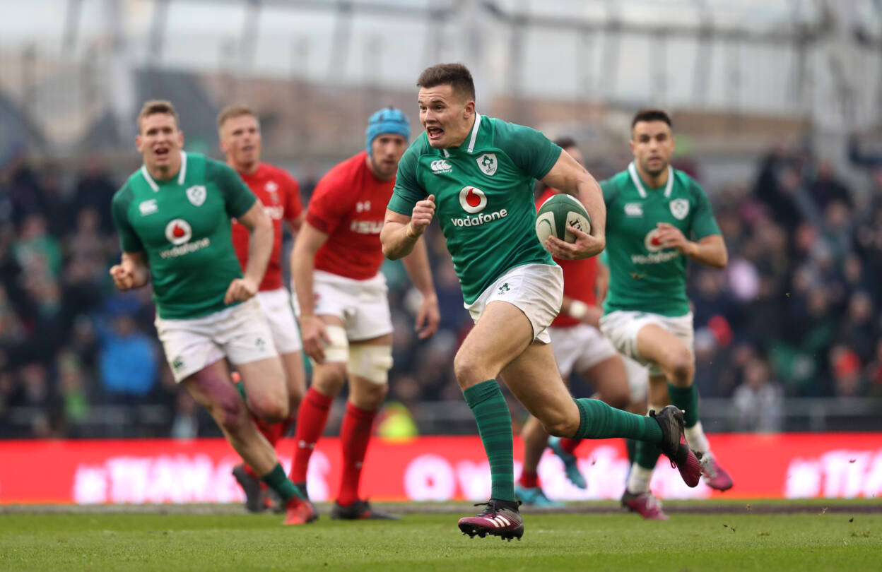 Jacob Stockdale runs in his second try 24/2/2018