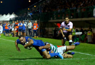 Kearney Hat-Trick Helps Leinster Edge Out 14-Man Benetton
