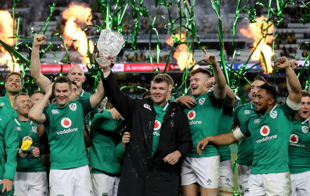 3rd Test, Allianz Stadium, Sydney, Australia 23/6/2018 Australia vs Ireland Ireland's Johnny Sexton and Peter O'Mahony lift the Lansdowne Cup Mandatory Credit ©INPHO/Dan Sheridan