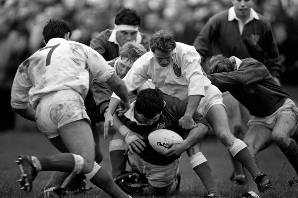 Interprovincial Rugby Championship 12/11/1988 Ulster vs Leinster Nick Popplewell of Leinster with the ball Mandatory Credit ©INPHO/Billy Stickland