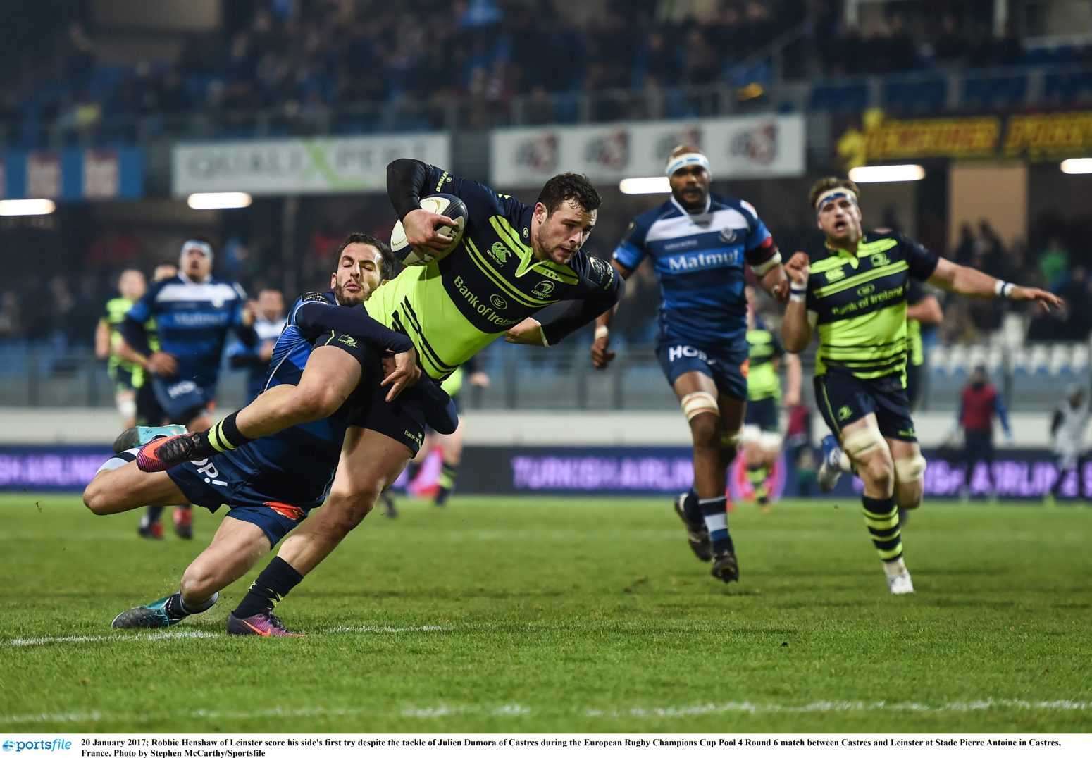 20 January 2017; Robbie Henshaw of Leinster scores his side's first try despite the tackle of Julien Dumora of Castres during the European Rugby Champions Cup Pool 4 Round 6 match between Castres and Leinster at Stade Pierre Antoine in Castres, France. Photo by Stephen McCarthy/Sportsfile