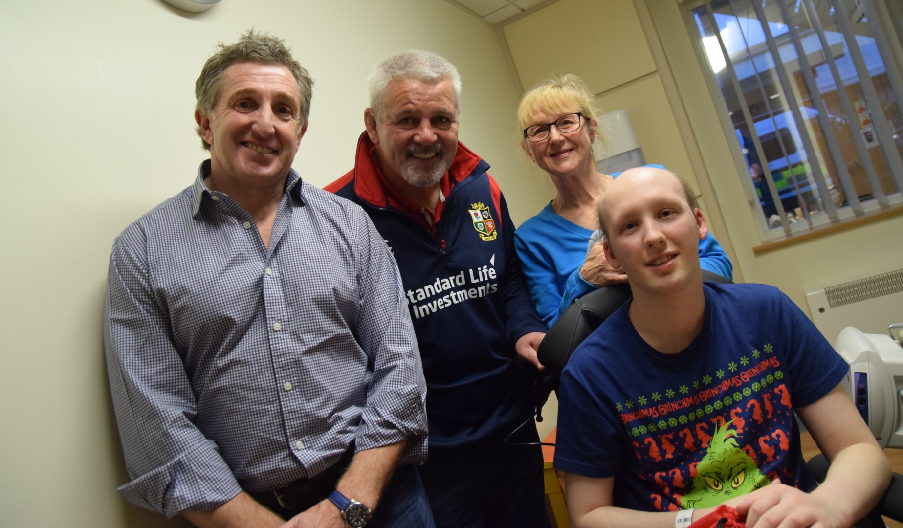 Warren Gatland humbled by visit to Velindre Cancer Centre