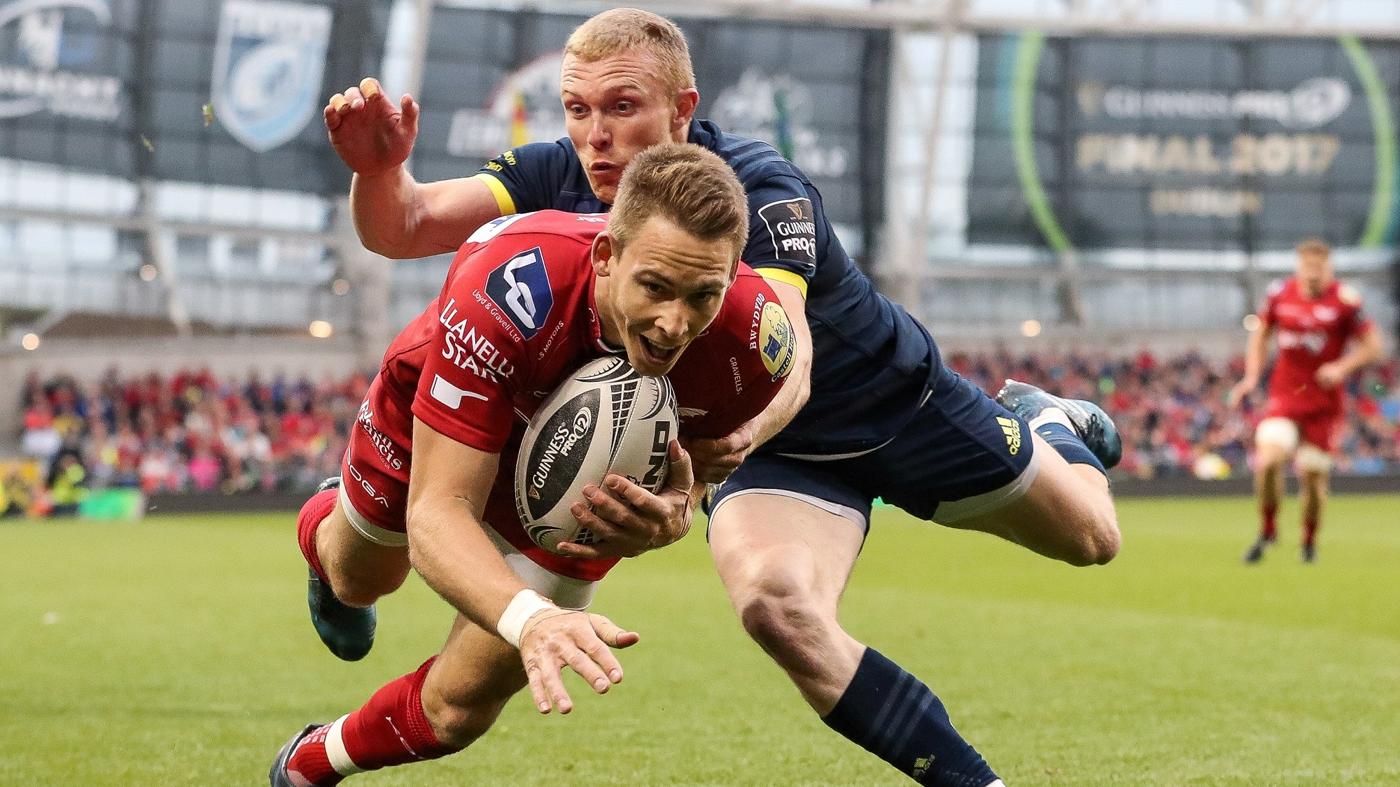Williams and Davies shine in Scarlets success