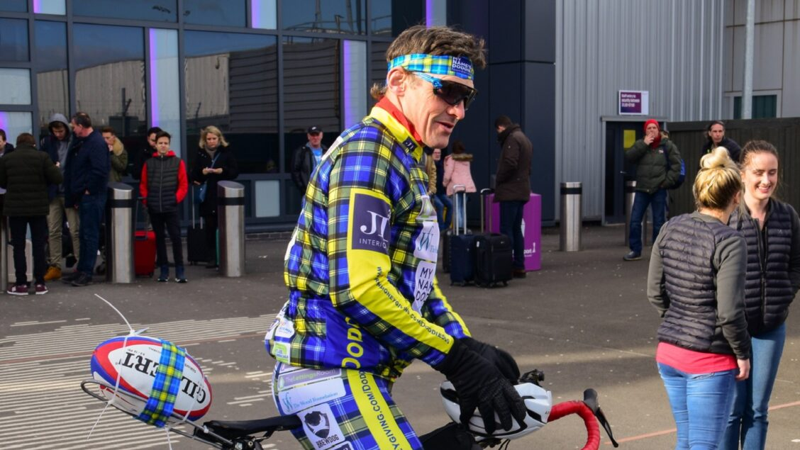 Wainwright leads support for Weir and Smith with London-Edinburgh bike ride