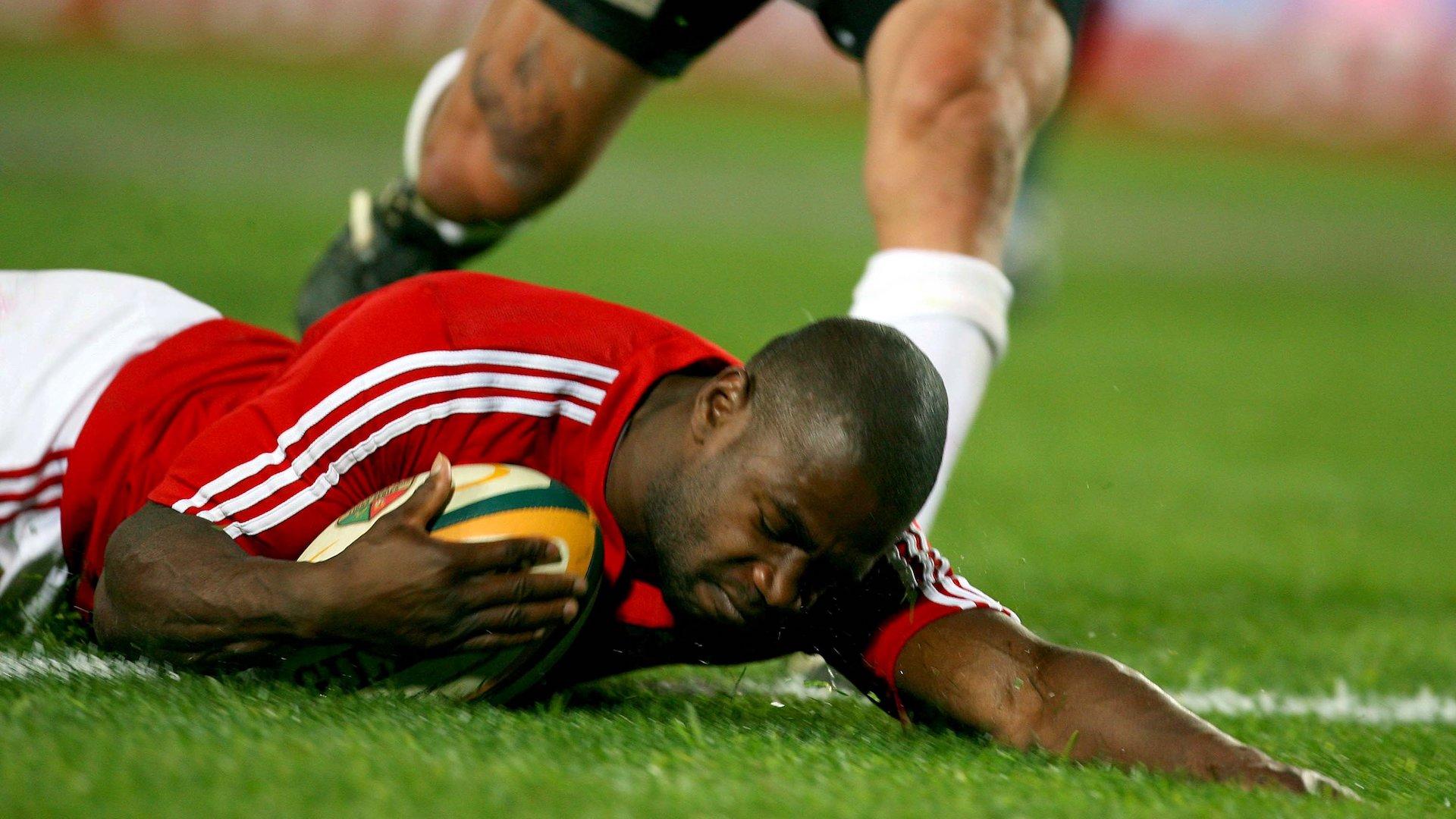 Ugo Monye scores a try
