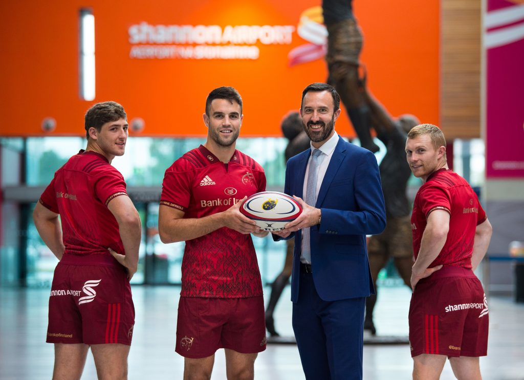 Munster's Dan Goggin, Conor Murray and Keith Earls along with Shannon Airport Managing Director Andrew Murphy.