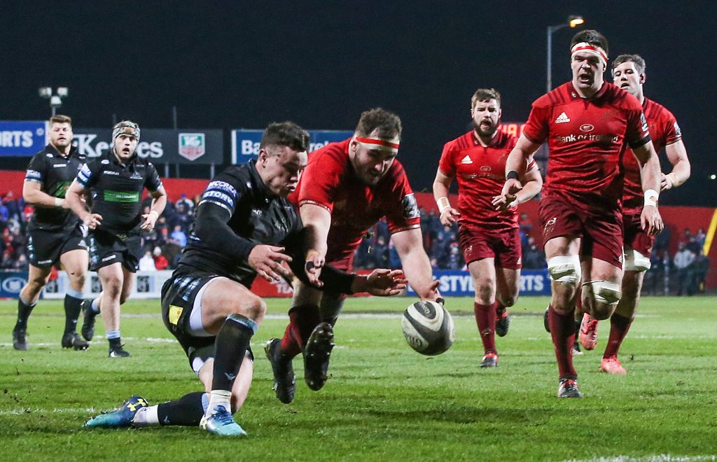 James Cronin on his way to scoring Munster's second try.