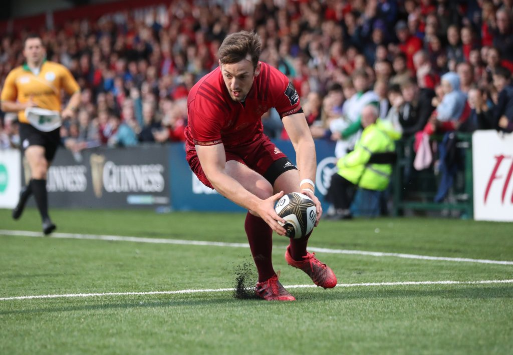 Darren Sweetnam scoring Munster's first try against London Irish.
