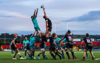 Lineout action from the clash between Munster and Exeter Chiefs in the Kearys Renault Series 2018.