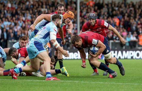 CJ Stander scores the Munster try.