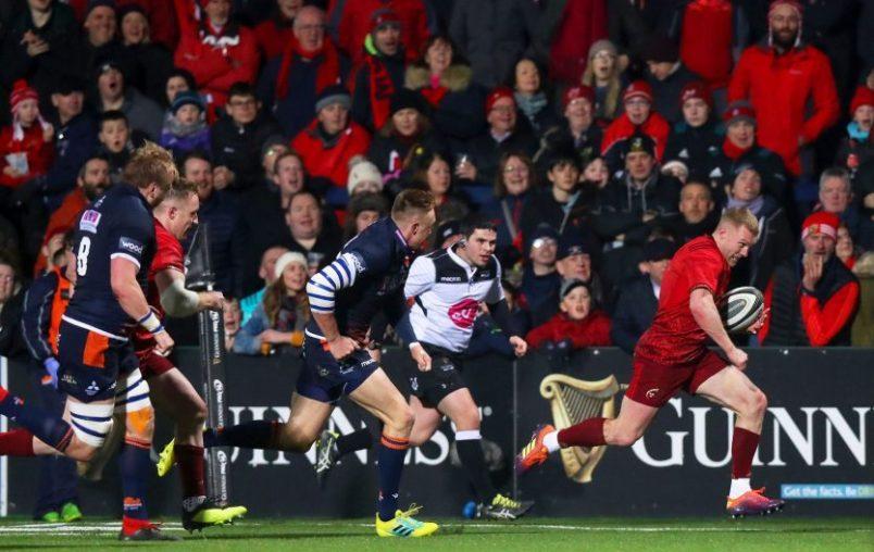 Keith Earls breaks away to score.
