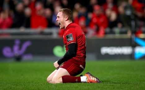 Keith Earls celebrates scoring the second try.