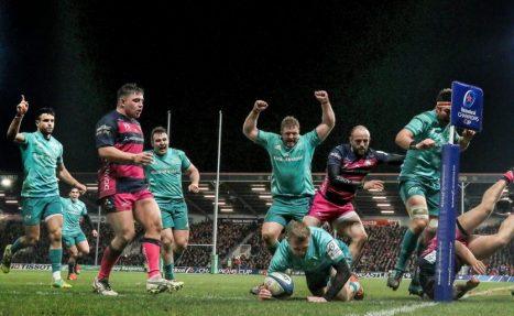Keith Earls celebrates scoring Munster
