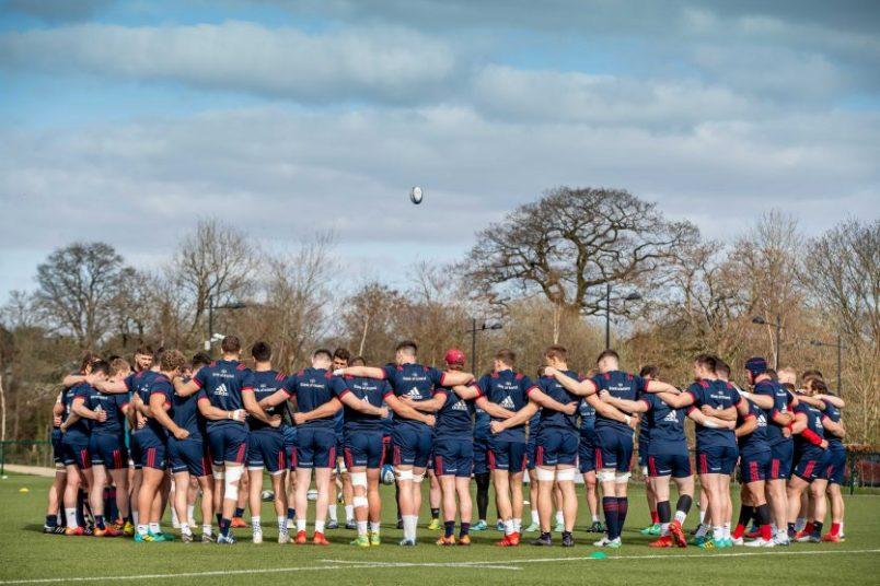Munster team huddle
