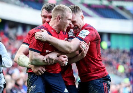 Keith Earls celebrates his second try with Peter O