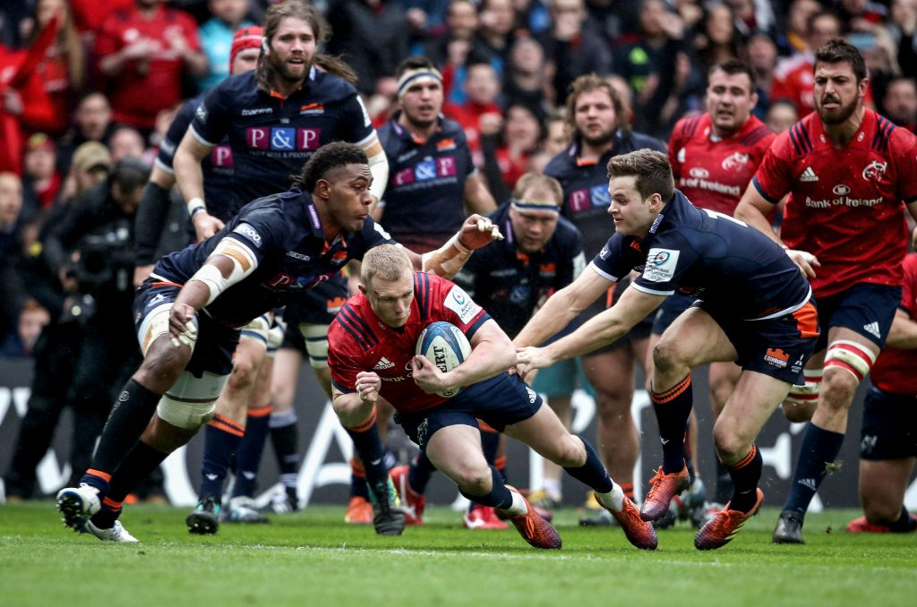 Keith Earls dives over for Munster's first try against Edinburgh in the quarter-final win.