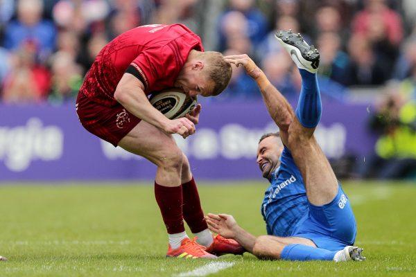 Keith Earls evades a Dave Kearney tackle.