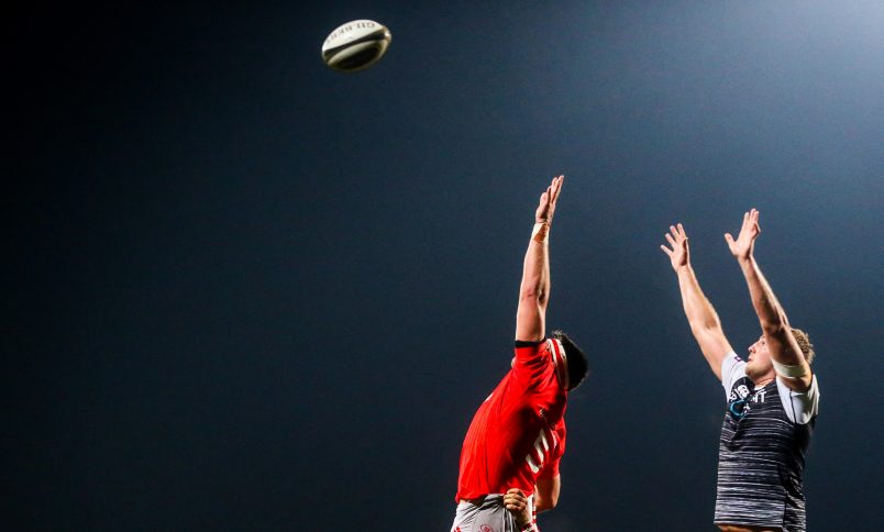 Billy Holland and Luke Price compete for a lineout.