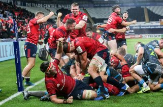Munster celebrate James Cronin