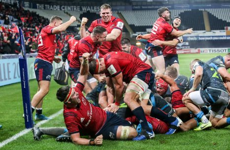 Munster celebrate James Cronin