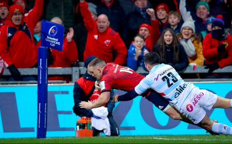 Andrew Conway scores a late try for Munster.
