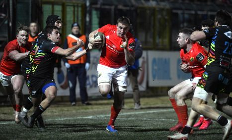 Tommy O'Donnell on the charge against Zebre.