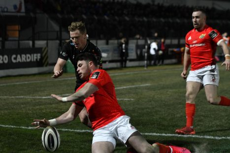 Calvin Nash scores the first Munster try.