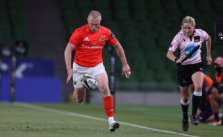 Keith Earls has signed a contract extension.