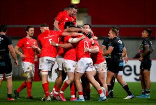 The Munster squad celebrate Dan Goggin