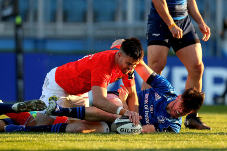 Conor Murray scores the first Munster try.