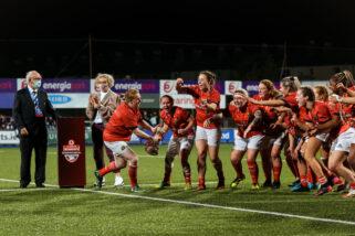 Munster celebrate winning the Women