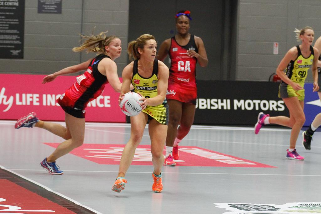 Vitality Netball Superleague | Caroline O'Hanlon re-signs ...