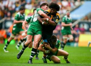 COVENTRY, ENGLAND - MAY 07:  Ashley Johnson of Wasps is tackled by Alex Lewington and Johnny Williams of London Irish during the Aviva Premiership match between Wasps and London Irish at the Ricoh Arena on May 07, 2016 in Coventry, England.  (Photo by Jordan Mansfield/Getty Images)