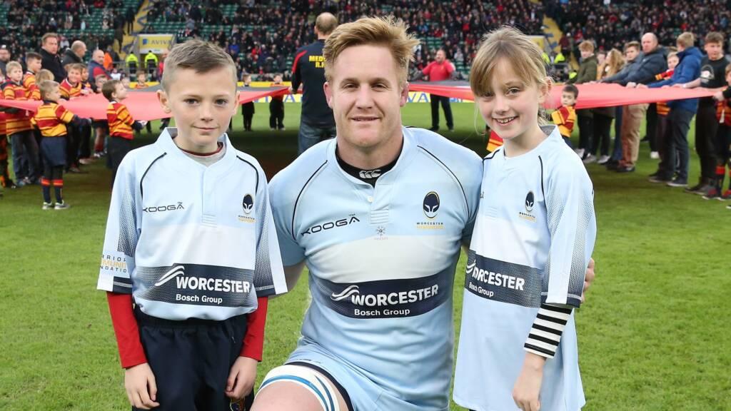Van Velze returns to skipper Warriors