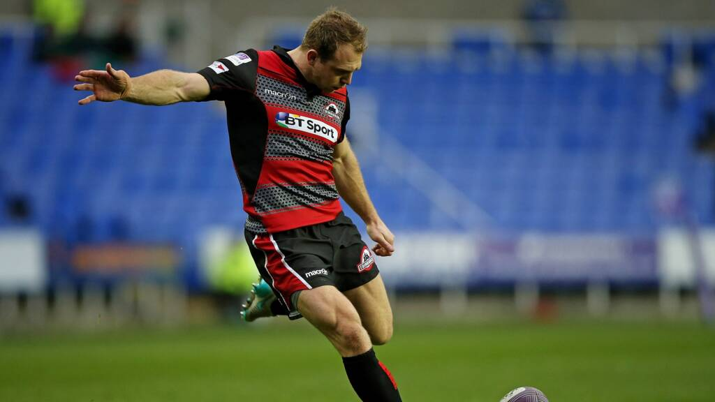 London Irish sign Edinburgh fly half Greig Tonks