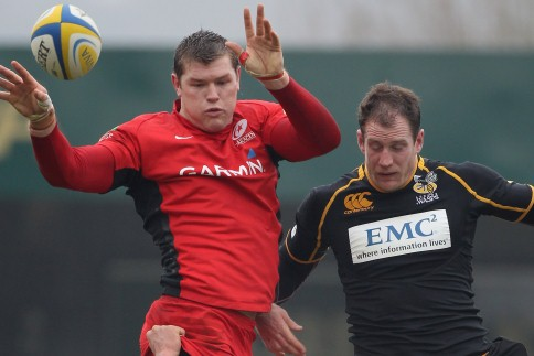 Saracens hold off battling Wasps