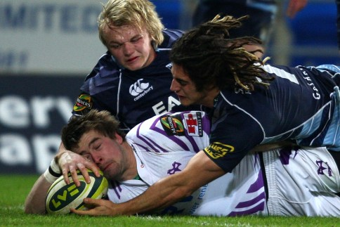 Ospreys beat Blues to boost knockout chances
