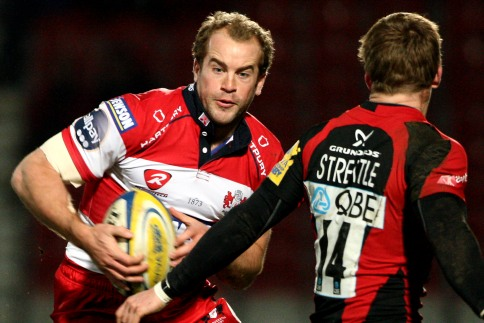 Gloucester close gap to win match