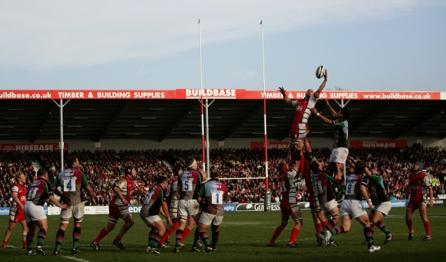 Four-try Gloucester keep up pressure at the top