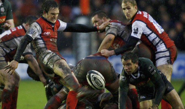 Gloucester maintain pressure at the top