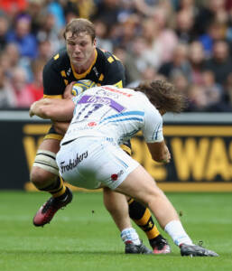 COVENTRY, ENGLAND - SEPTEMBER 04:  Joe Launchbury of Wasps is tackled by Alec Hepburn during the Aviva Premiership match between Wasps and Exeter Chiefs at the Ricoh Arena on September 4, 2016 in Coventry, England.  (Photo by David Rogers/Getty Images)