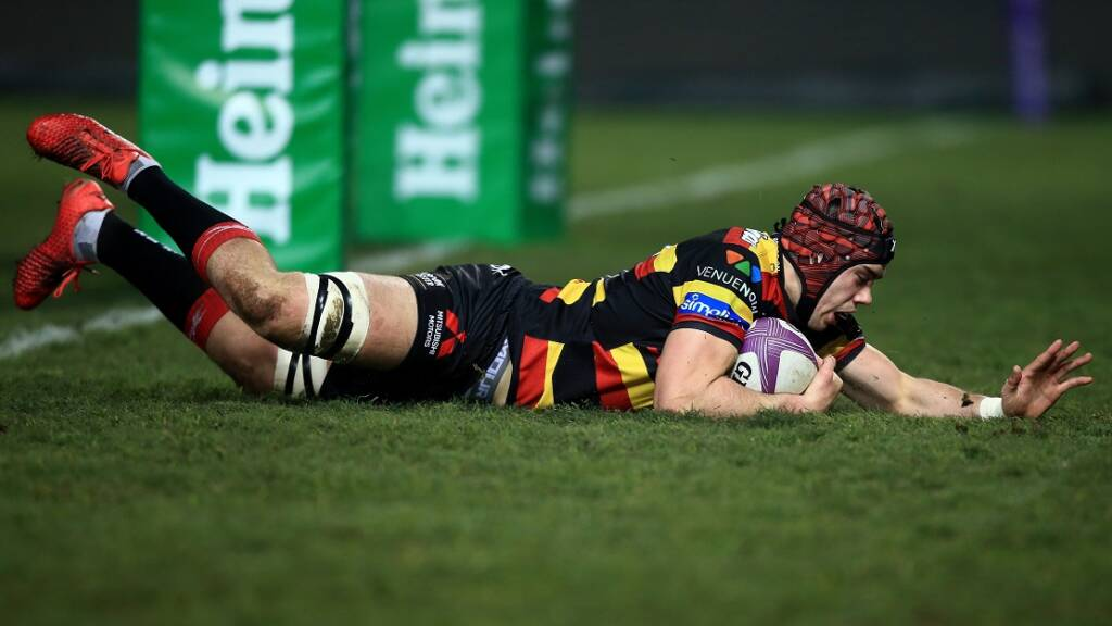 GLOUCESTER, ENGLAND - JANUARY 21: Lewis Ludlow of Gloucester scores his team's first try of the game during the European Rugby Challenge Cup match between Gloucester Rugby and Bayonne on January 21, 2017 in Gloucester, United Kingdom. (Photo by Ben Hoskins/Getty Images)