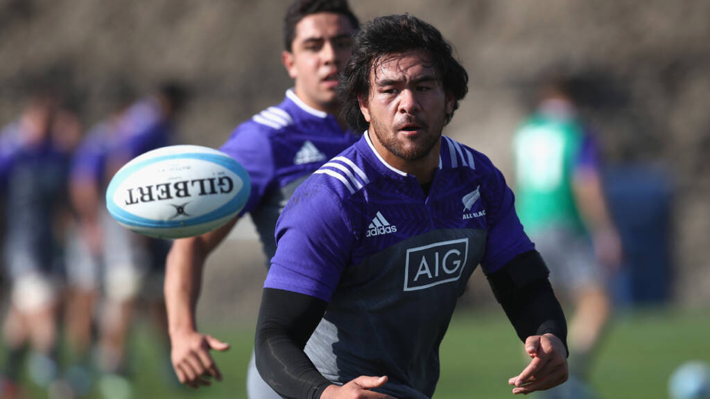Steven Luatua: Bristol sign New Zealand global back-rower