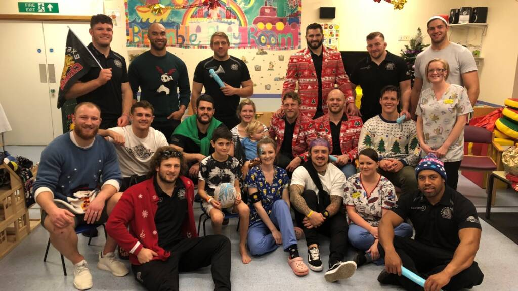 Exeter Chiefs help deliver some Christmas cheer