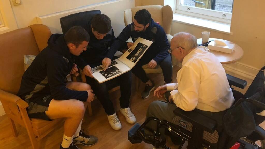 Sharks stars meet 94-year-old Manchester war hero