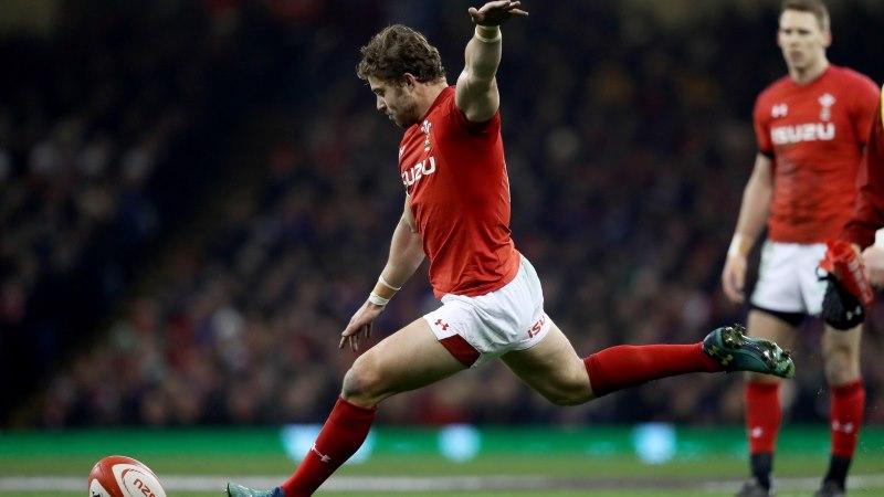 Halfpenny leads Scarlets into historic semi-final