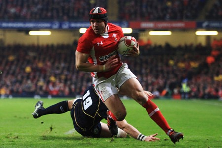 Williams not daunted by Halfpenny challenge